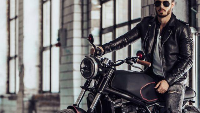 Gader son scooter ou sa moto en sécurité en choissiant la bonne porte de garage